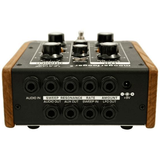moog mf 103 12 stage phaser 555x555 Moog Moogerfooger MF 103 12 Stage Phaser