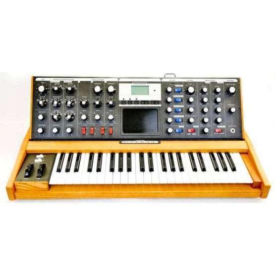 boards 1 of 33 1 555x555 Moog Minimoog Voyager Performer Edition