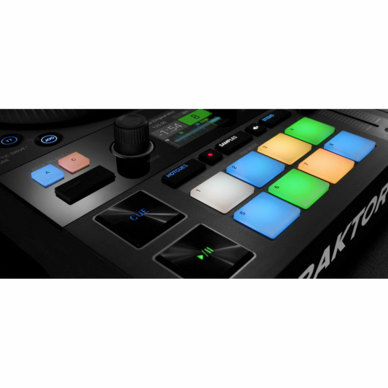 Native Instruments Traktor Kontrol S4 detail pads 555x555 Sintetizzatori e Drum Machine, Sintetizzatori e Tastiere, Midi Controller, Strumentazioni Pro Audio per studi di registrazione, Remote Controller
