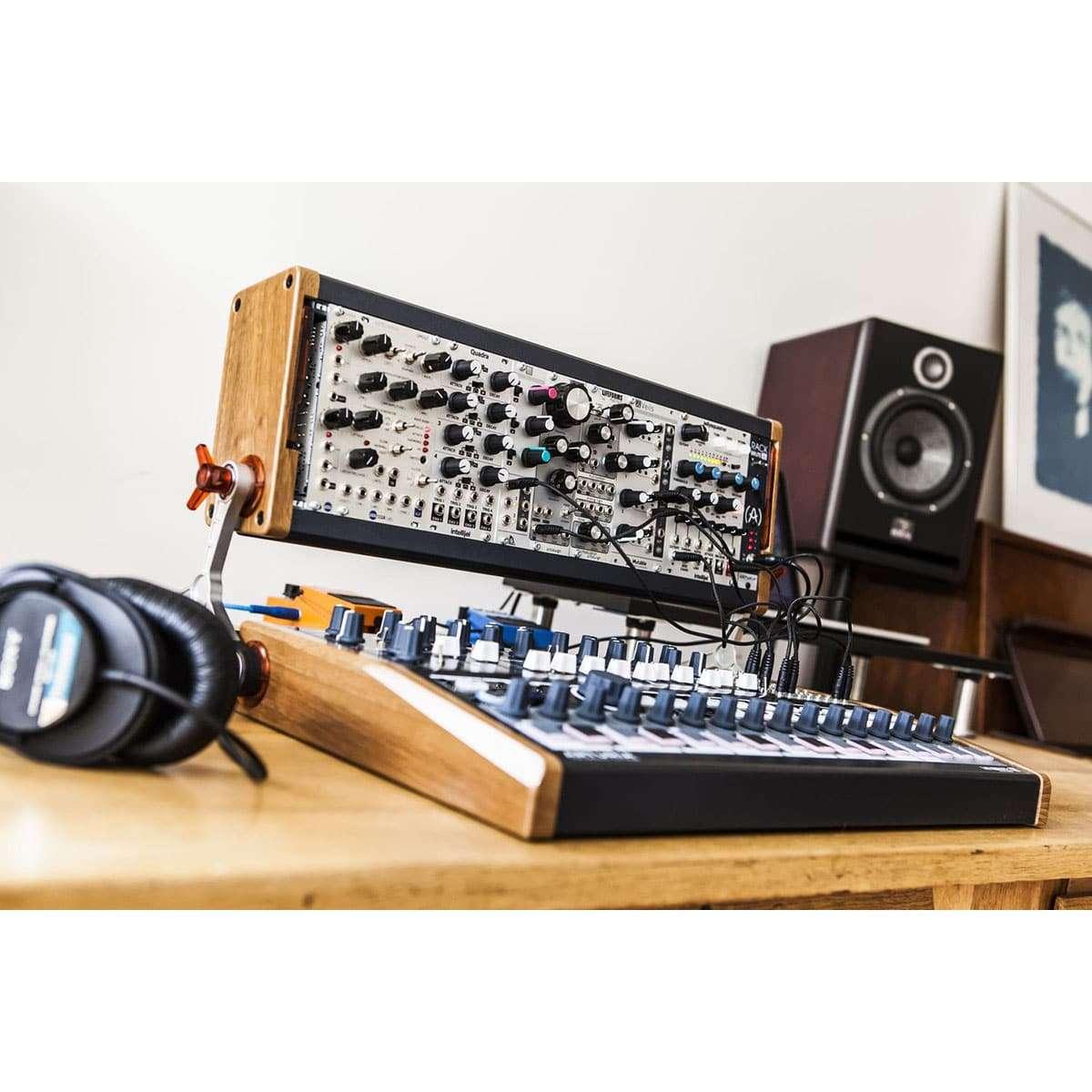 Arturia Rackbrute 3U 05 Sintetizzatori e Drum Machine, Case Eurorack