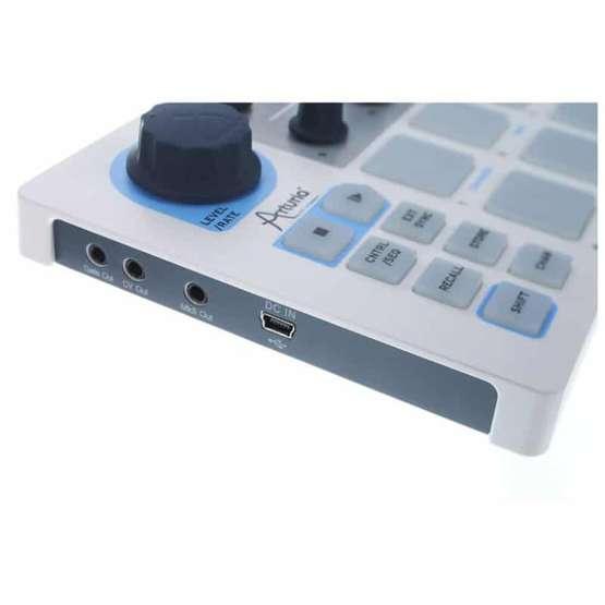 Arturia Beatstep 03 555x555 Sintetizzatori e Drum Machine, Sintetizzatori e Tastiere, Midi Controllers, Synth Desktop