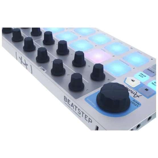 Arturia Beatstep 04 555x555 Sintetizzatori e Drum Machine, Sintetizzatori e Tastiere, Midi Controllers, Synth Desktop