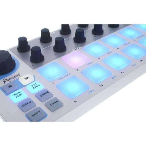 Arturia Beatstep 05 555x555 Sintetizzatori e Drum Machine, Sintetizzatori e Tastiere, Midi Controllers, Synth Desktop