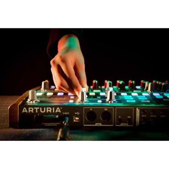 Arturia DrumBrute 05 555x555 Sintetizzatori e Drum Machine, Drum Machines Batterie Elettroniche