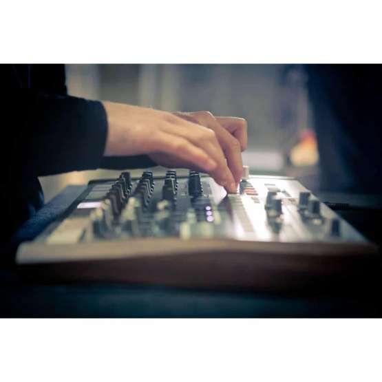 Arturia DrumBrute 06 555x555 Sintetizzatori e Drum Machine, Drum Machines Batterie Elettroniche