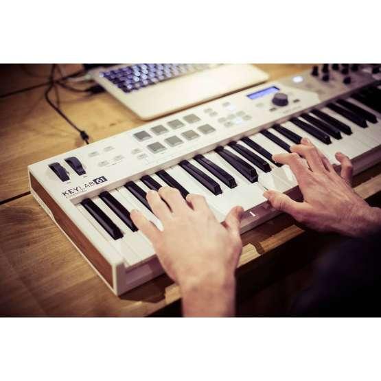 Arturia Keylab61 Essential 04 555x555 Sintetizzatori e Drum Machine, Sintetizzatori e Tastiere, Midi Controllers
