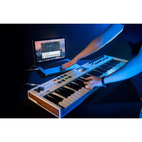 Arturia Keylab61 Essential 09 555x555 Sintetizzatori e Drum Machine, Sintetizzatori e Tastiere, Midi Controllers