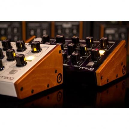 Moog MiniTaur Wood Side Kit Sintetizzatori e Drum Machine, Accessori Moog MiniTaur Wood Side Kit 03 430x430