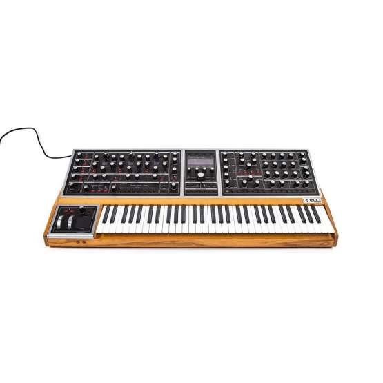Moog One 16 front view 555x555 Sintetizzatori e Drum Machine, Sintetizzatori e Tastiere, Synth a tastiera